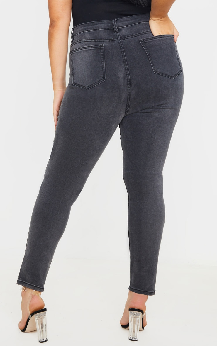 PRETTYLITTLETHING Plus Washed Black 5 Pocket Skinny Jean 4