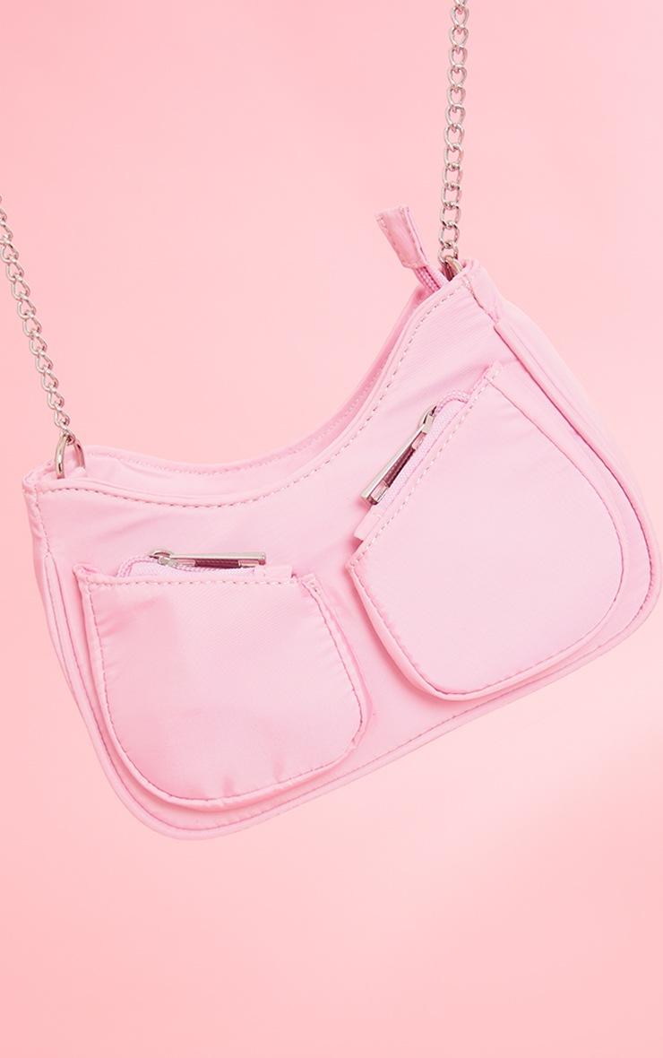 Sac en nylon rose à bandoulière chaîne et petites poches 4