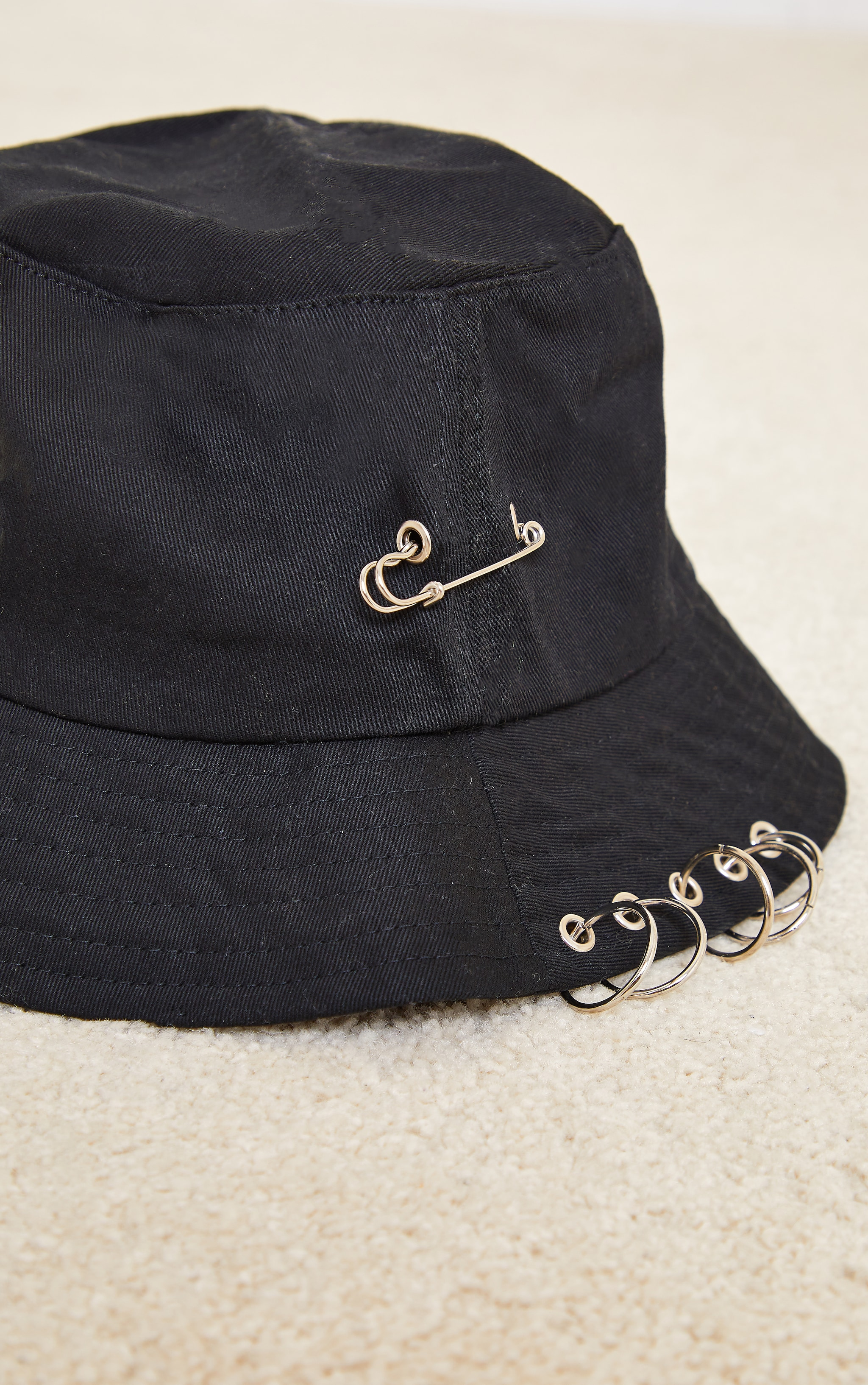 Black With Silver Clip Bucket Hat 3