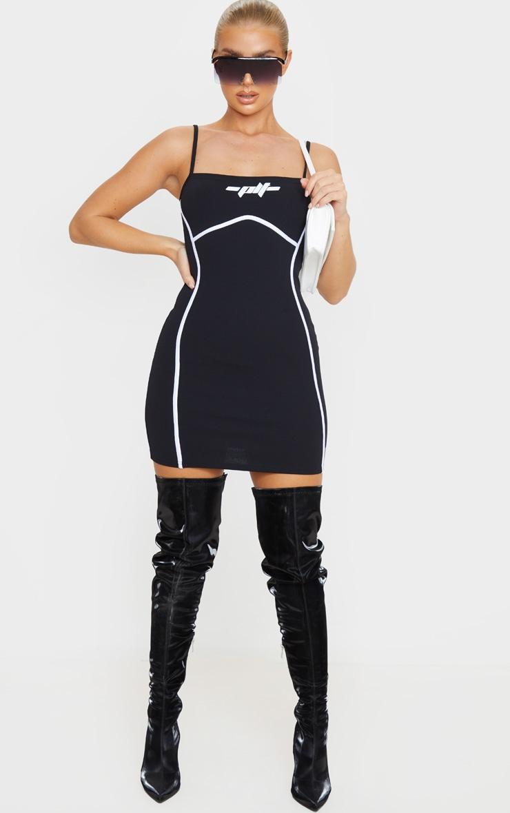 PRETTYLITTLETHING  - Robe moulante noire fines bretelles à détail buste et slogan 4