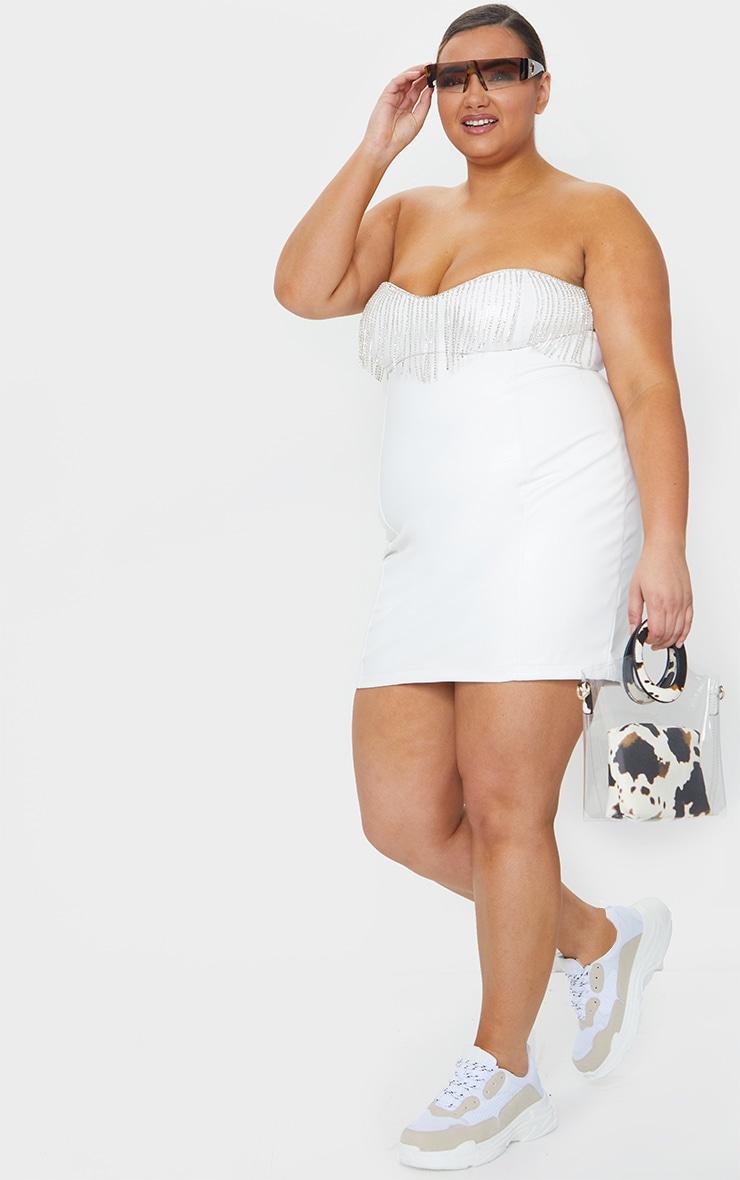 PLT Plus - Robe moulante en similicuir blanc à franges strassées 1
