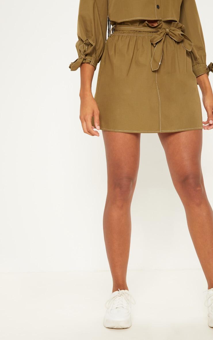 Mini-jupe kaki à taille froissée avec lien à nouer 2