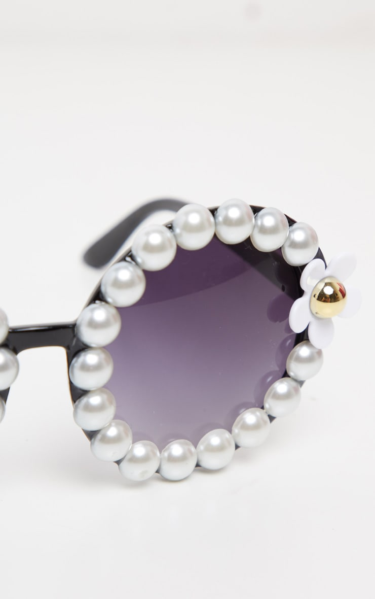 Black Round Pearl And Flower Border Sunglasses 2