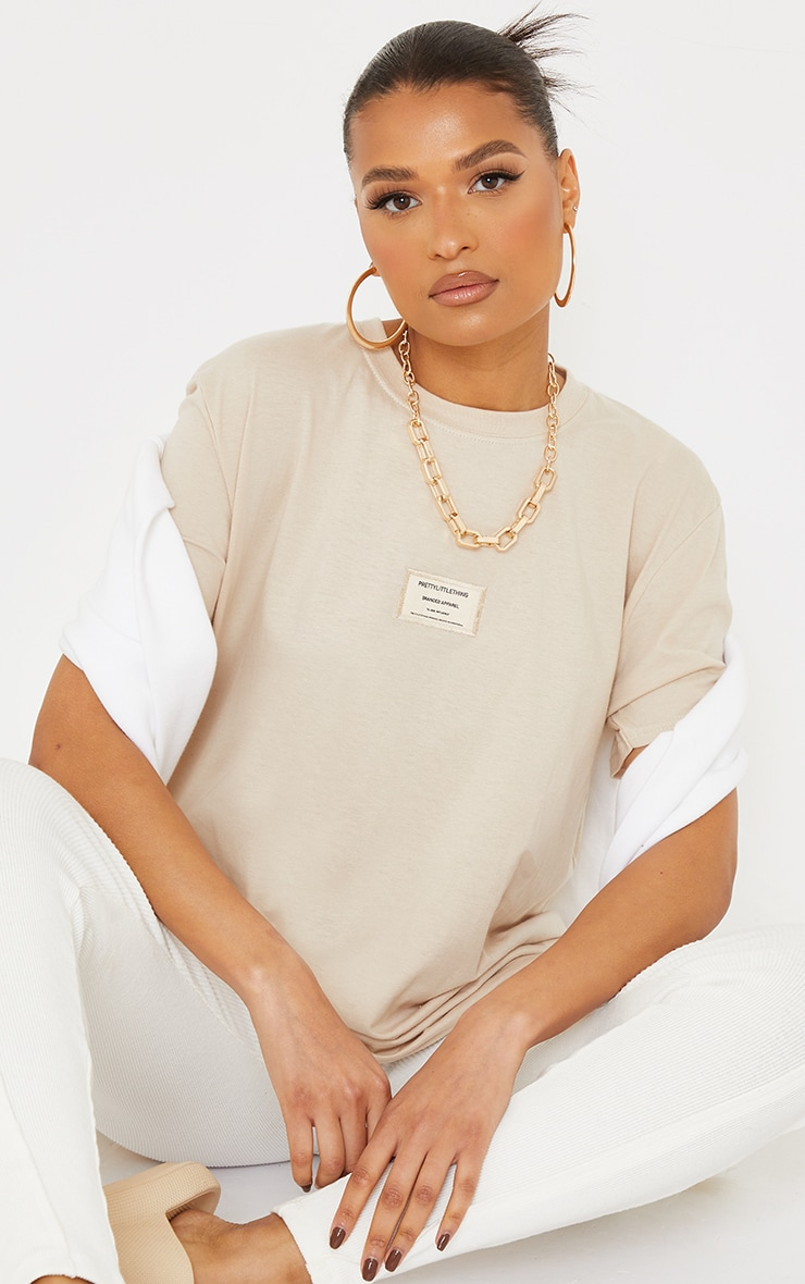PRETTYLITTLETHING Stone Branded Archive Woven Badge T Shirt 3