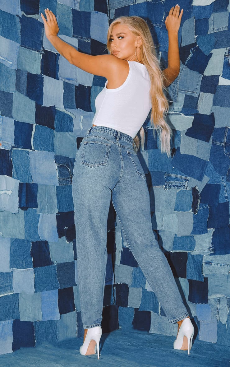 PRETTYLITTLETHING Mid Blue Knee Rip Straight Leg Jean 5