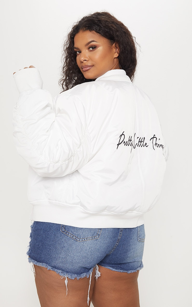 PRETTYLITTLETHING Plus White Oversized Jacket  2