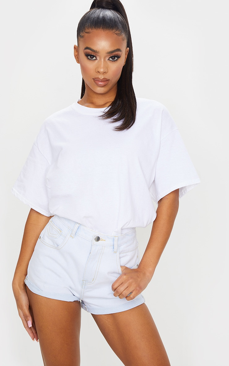 PRETTYLITTLETHING Bleach Wash Turn Up Hem Denim Hot Pants 1