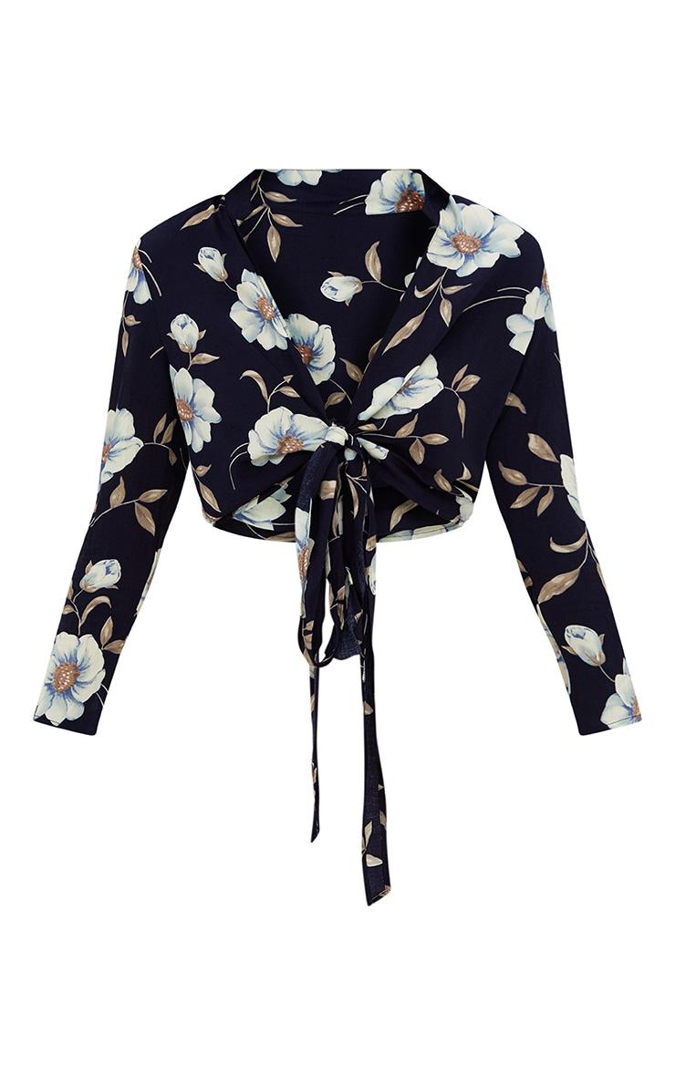 Blanche chemise marine à fleurs nouée devant  3