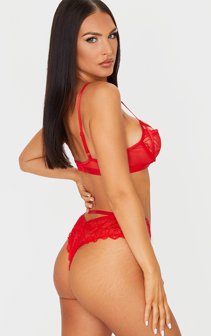 Red Scallop Lace Strapping Underwired Lingerie Set 2