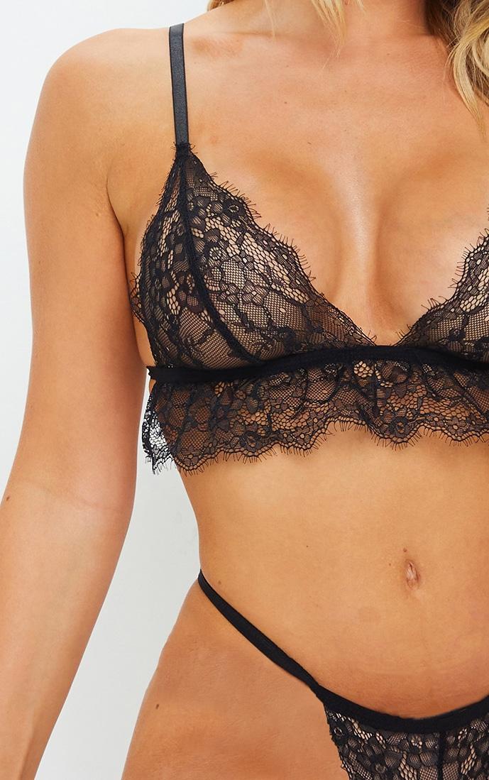 Ensemble lingerie en dentelle noire délicate avec soutien-gorge triangle et culotte 4