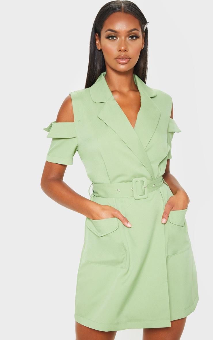Robe blazer utilitaire vert sauge à épaules dénudées 1