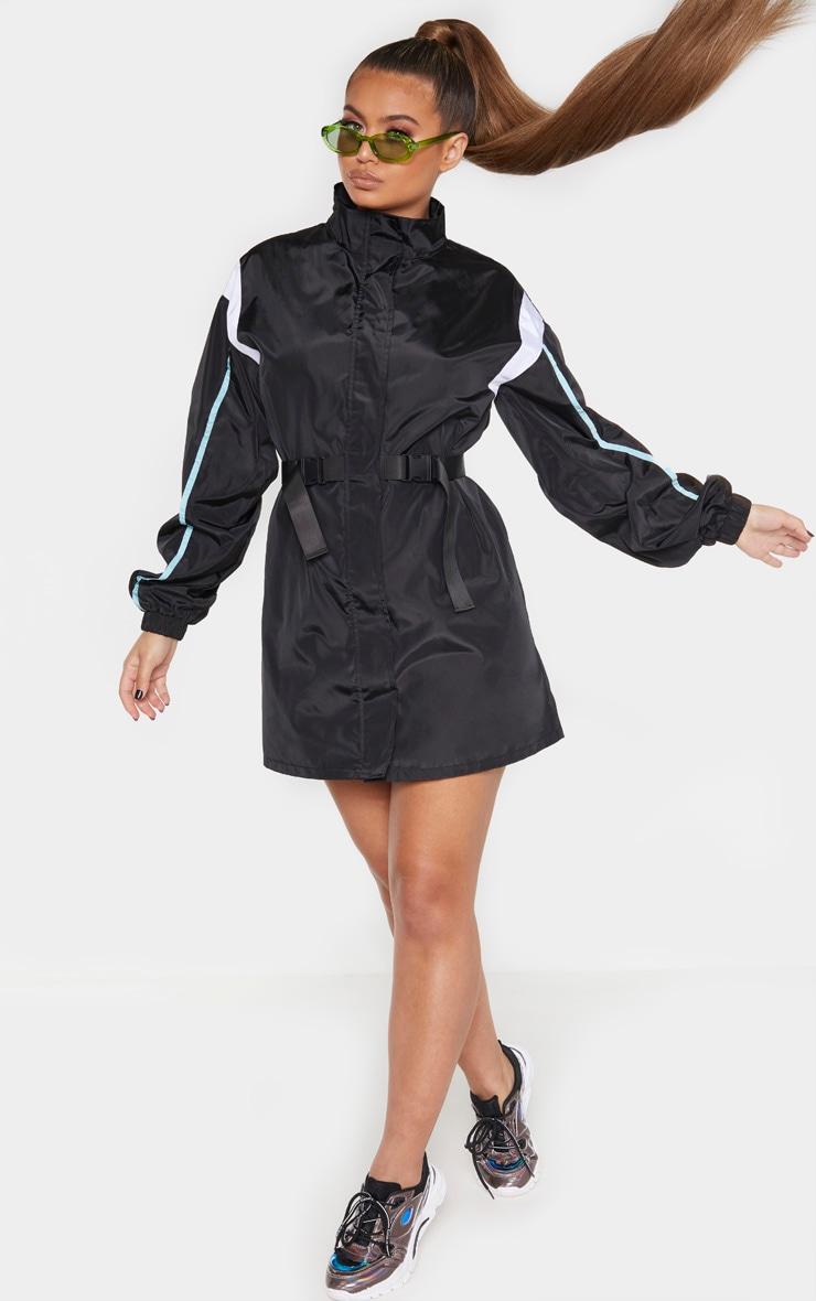 Robe souple ceinturée noire à parties contrastées  4