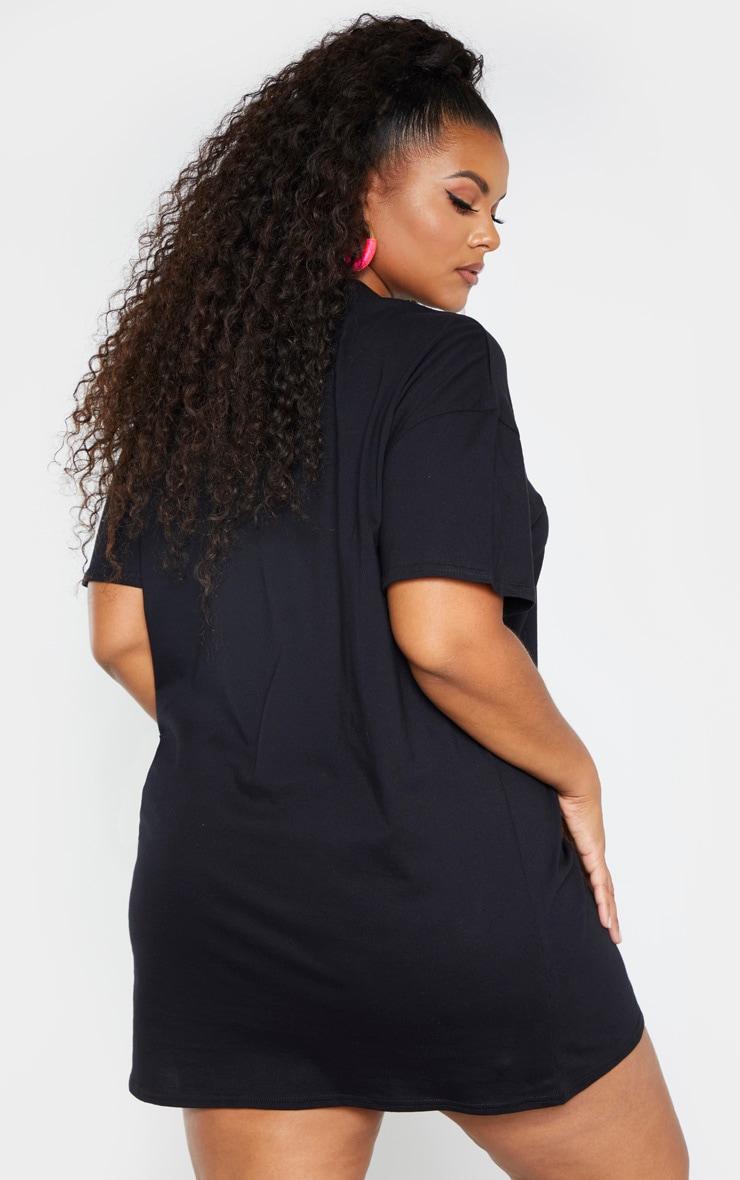 PRETTYLITTLETHING Plus - Robe tee-shirt noire à slogan  2