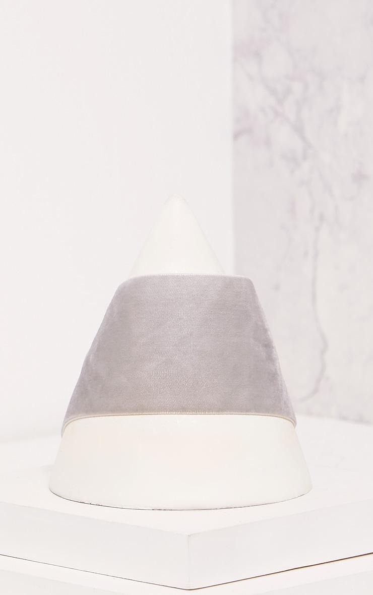 Bellah Grey Velvet Choker 2