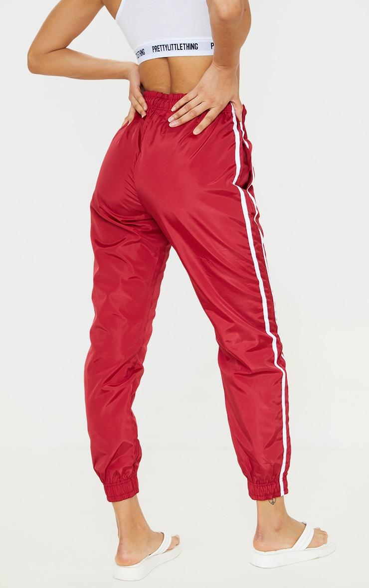 Jogging souple rouge à bandes latérales 3