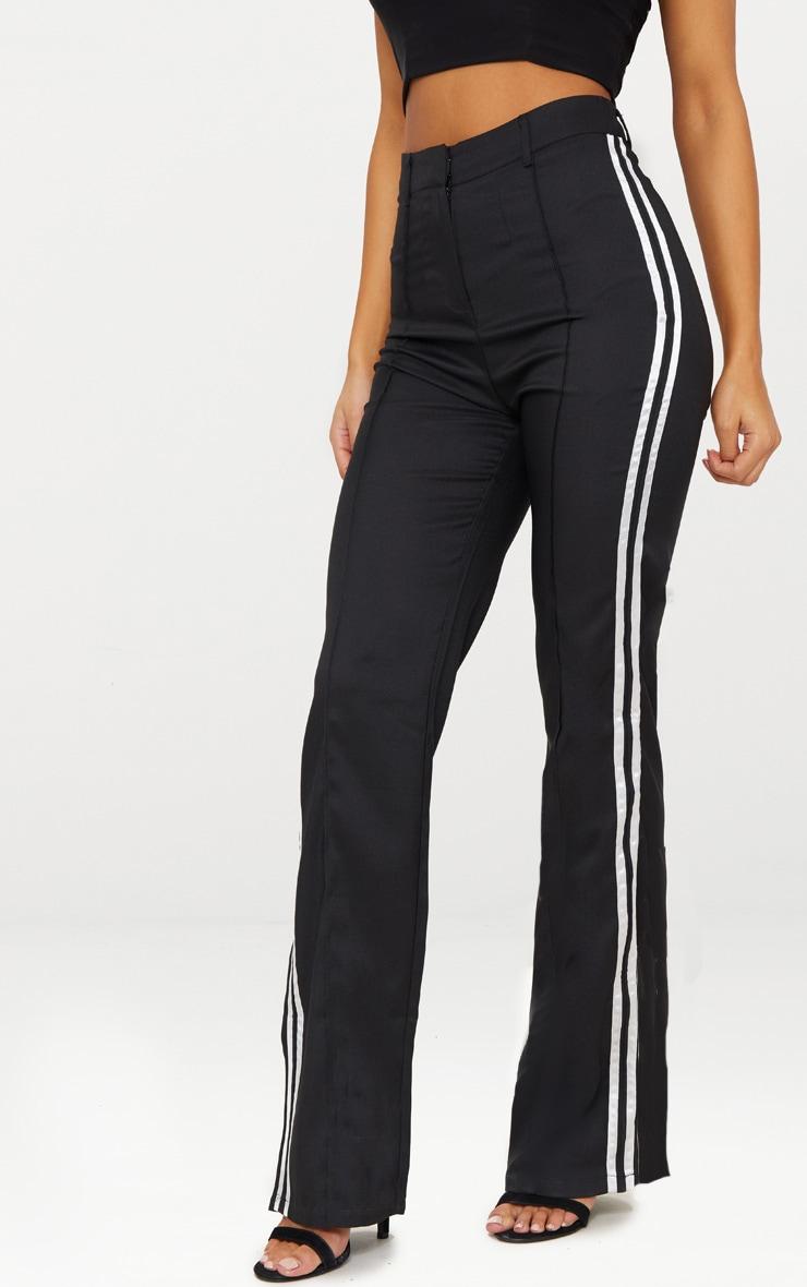 Pantalon noir taille haute à coupe droite et bandes latérales 2