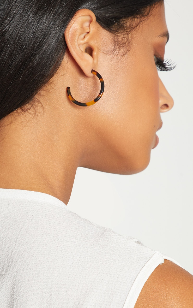 Tortoise Shell Small Hoop Earrings 1