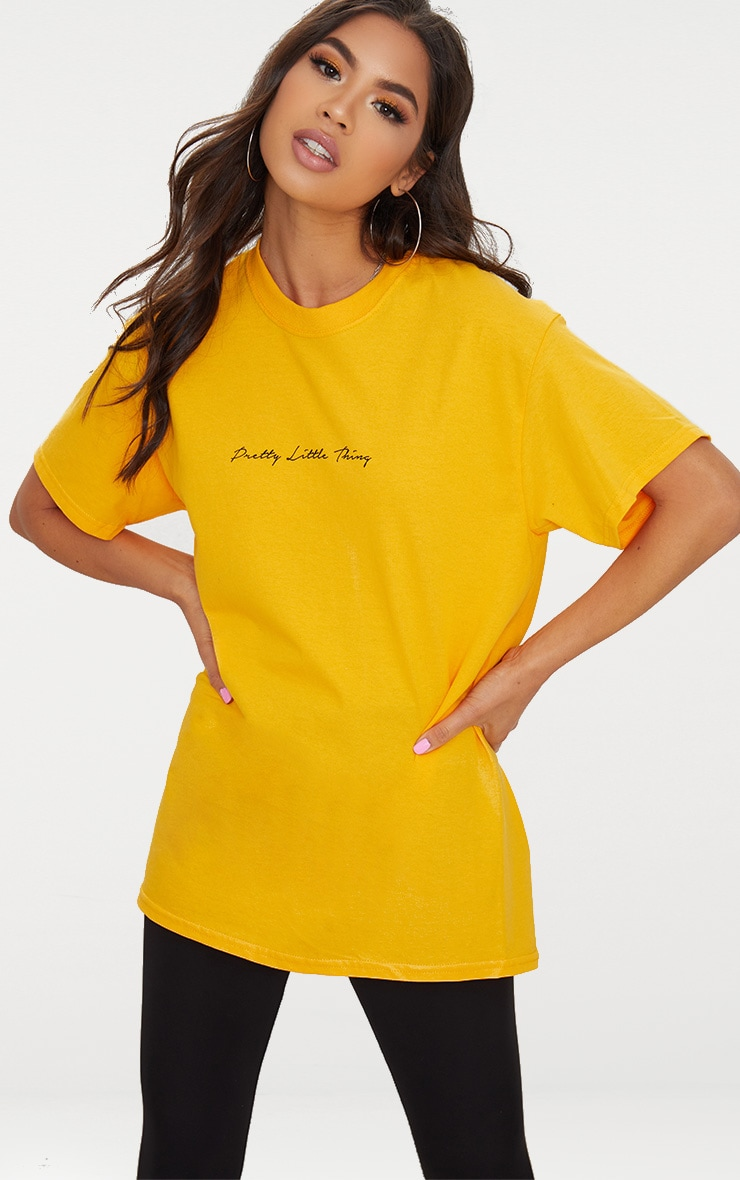 T-shirt oversized moutarde à slogan PrettyLittleThing