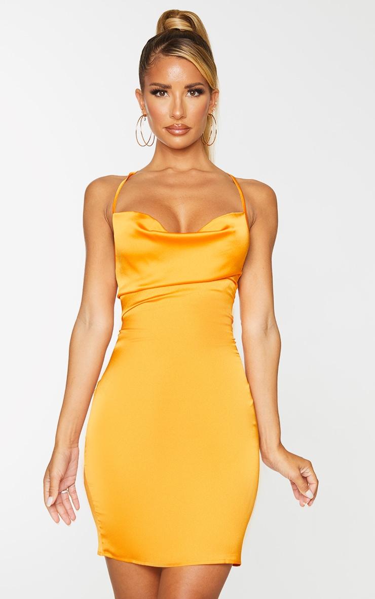 Robe moulante satinée orange doré à col bénitier et lacets aux dos 3