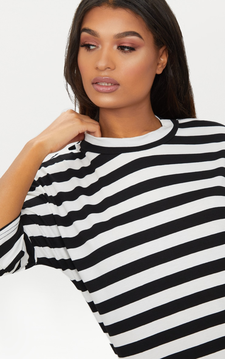Robe T-shirt oversized à rayures noires et blanches 5