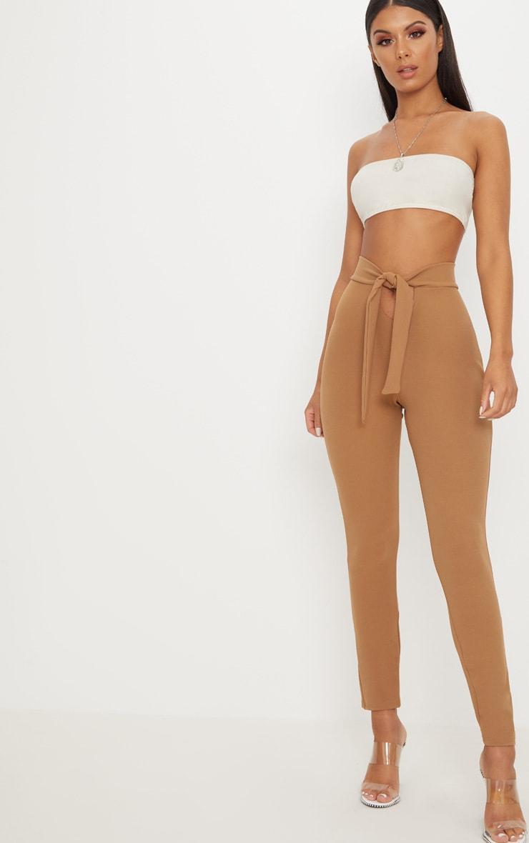 Pantalon camel à attache à la taille et découpe frontale 1