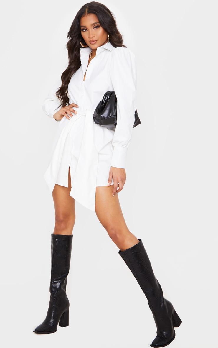 Robe chemise blanche à longues manches bouffantes et ceinture  4