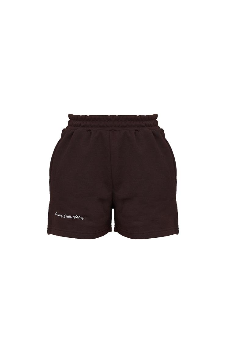 PRETTYLITTLETHING - Short marron chocolat en sweat à slogan brodé 6