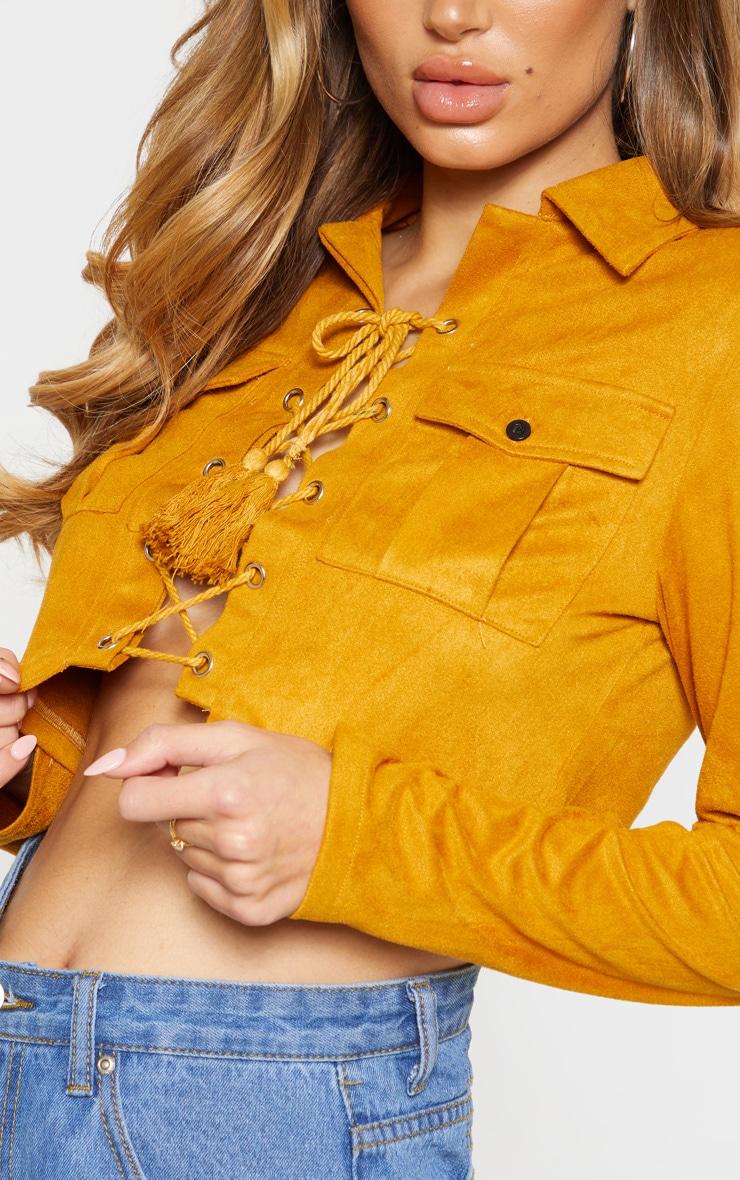 Crop top marron clair en suédine à laçage et poches  5