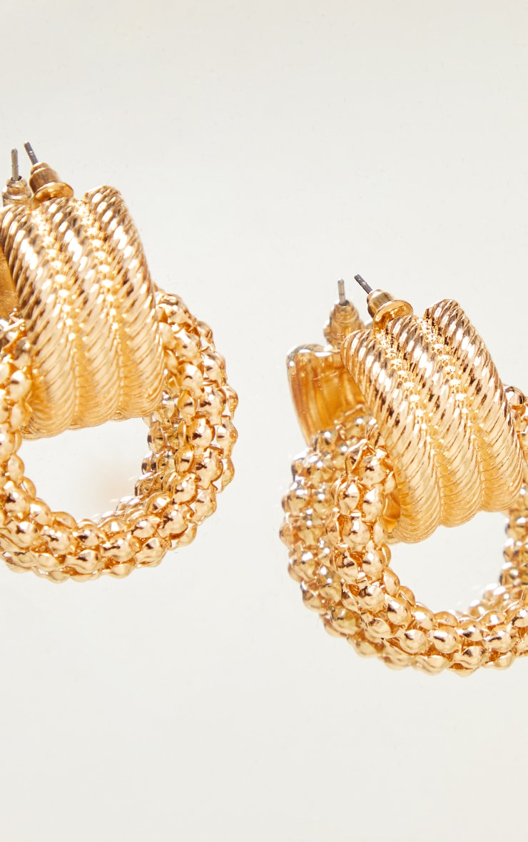Gold Chunky Ribbed Chainmail Earrings 2