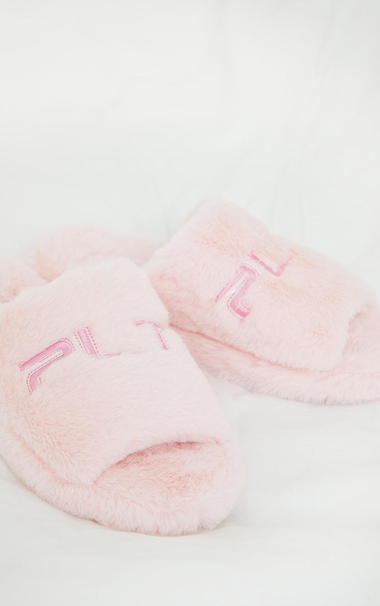 PRETTYLITTLETHING - Pantoufles roses à slogan brodé 4