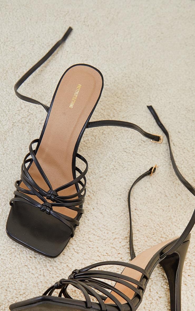 Sandales carrées noires à brides multiples nouées et talon haut 4