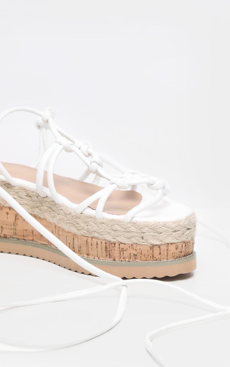 Sandales compensées style espadrilles à brides nouées blanches 4