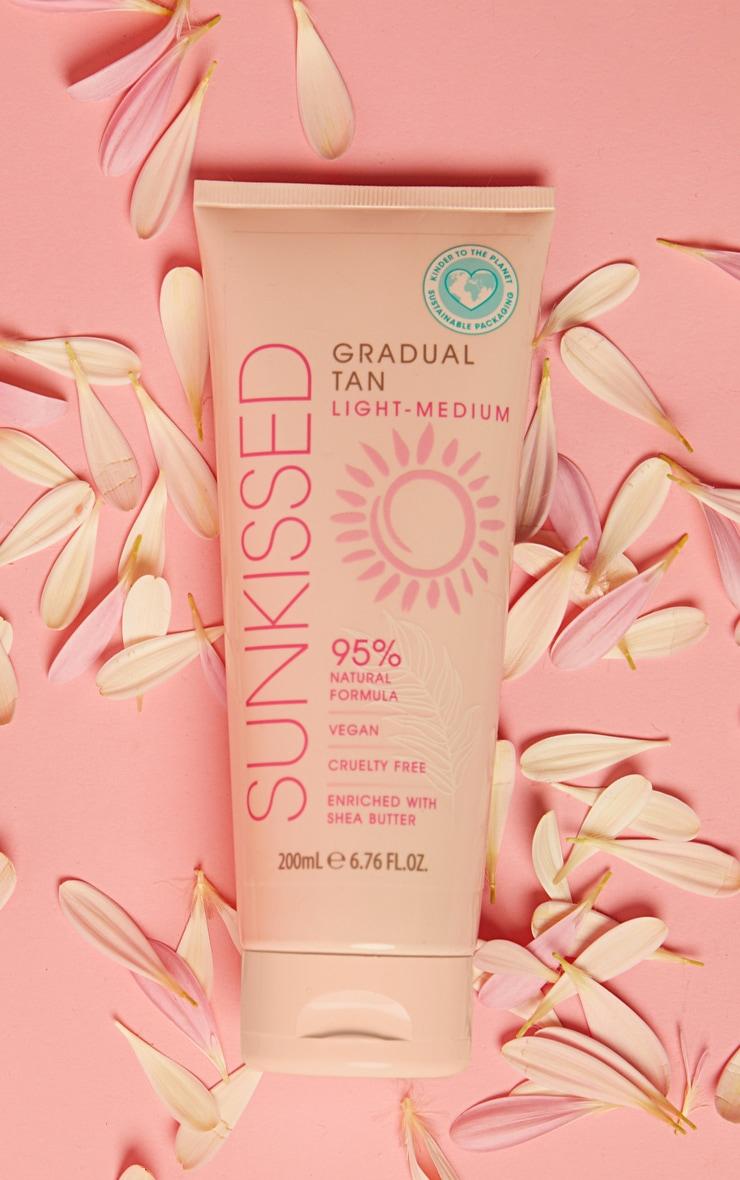 Sunkissed Gradual Tan Light Medium 200ml 95% Natural 1