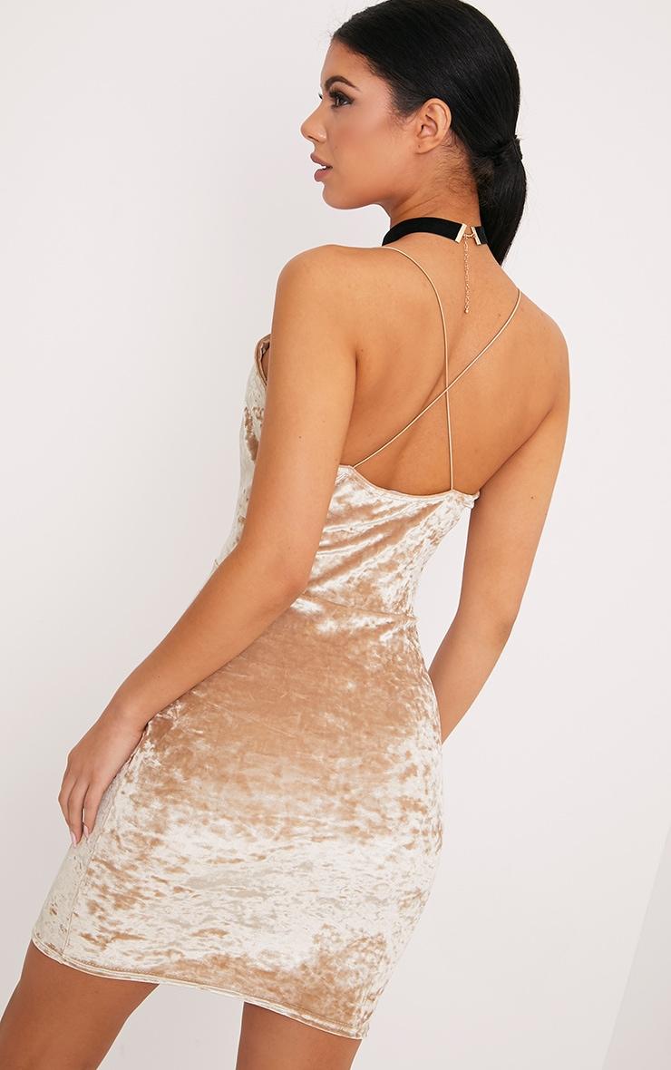 Jo robe moulante en velours écrasé champagne à bretelles  2