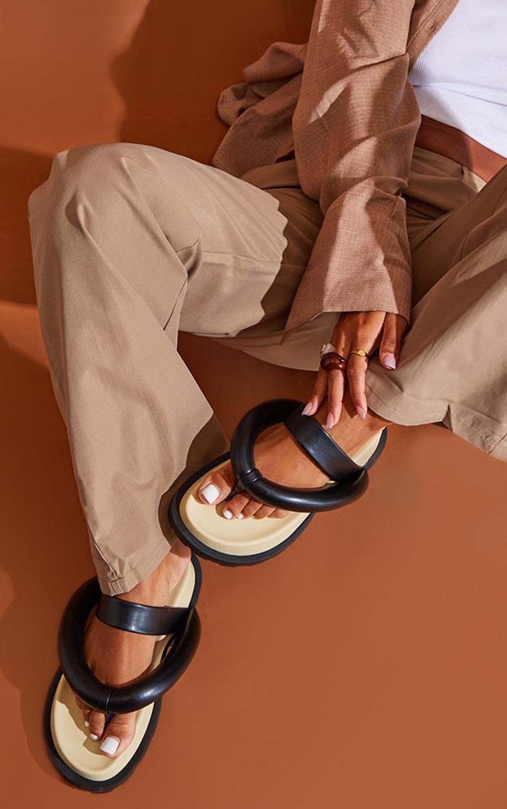 Black Chunky Toe Thong Padded Strap Sandals 1