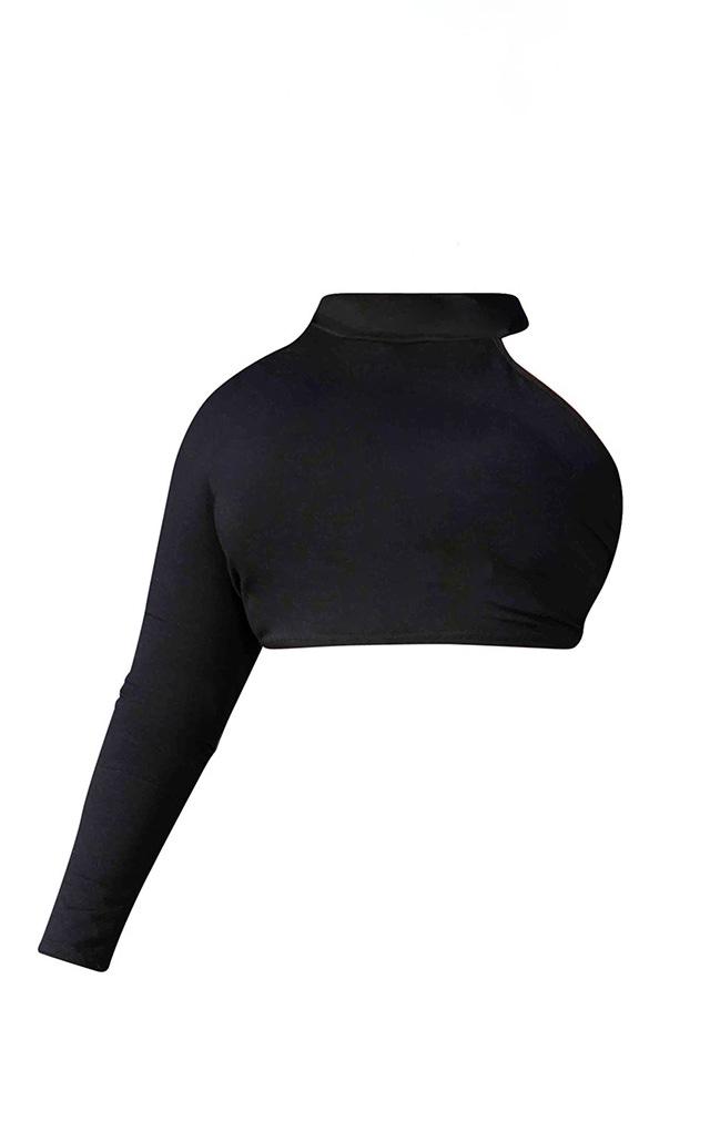 PRETTYLITTLETHING Plus - Crop top noir à épaule unique 5