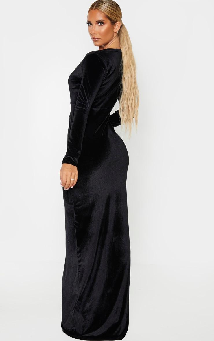 Robe longue fendue en velours noir à décolleté 2