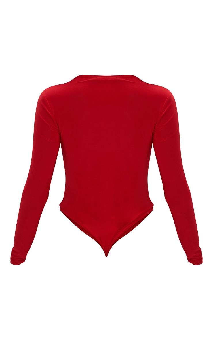 Body-string moulant rouge à manches longues et décolleté 4