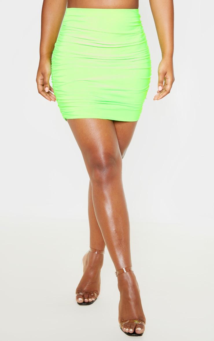 Mini-jupe moulante slinky froncée vert fluo 4