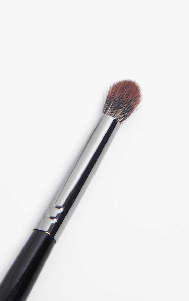 Morphe E17 Crease Precision Blender Brush 2