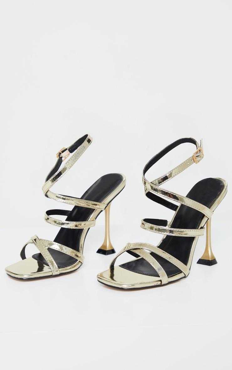 Sandales carrées dorées à brides et talon piédestal 3
