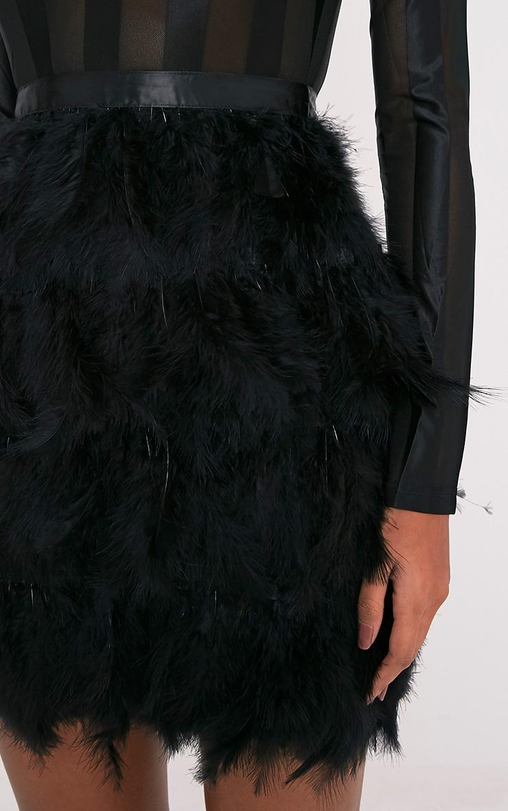 Fawn robe moulante à jupe à plumes noire 7