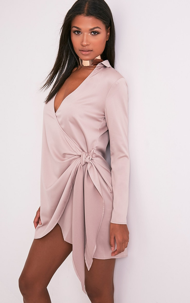 Shaylene robe chemise rose pâle en satin à cordon à nouer à la taille 4