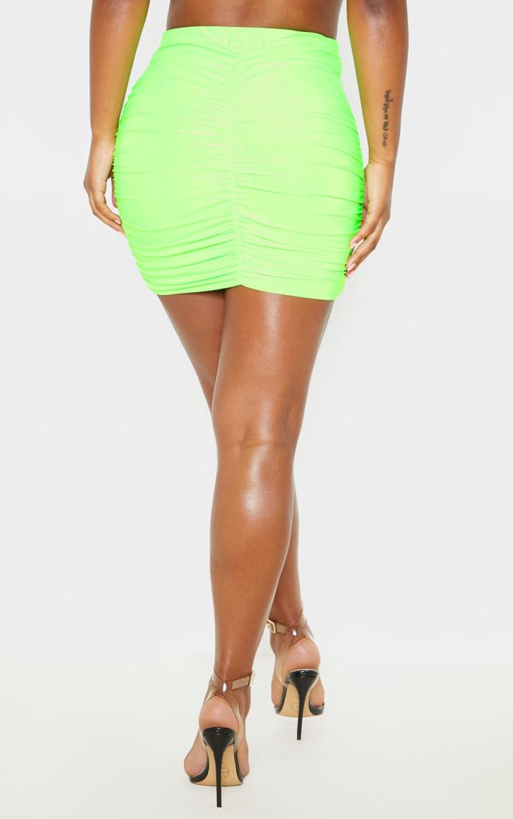 Mini-jupe moulante slinky froncée vert fluo 2