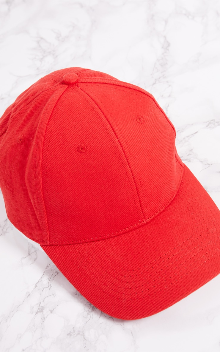 Casquette rouge style baseball 5