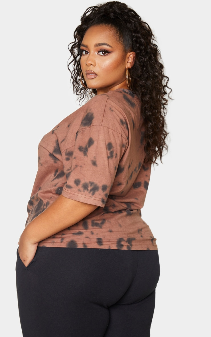 PRETTYLITTLETHING Plus Brown Tie Dye Embroidered T-Shirt 2