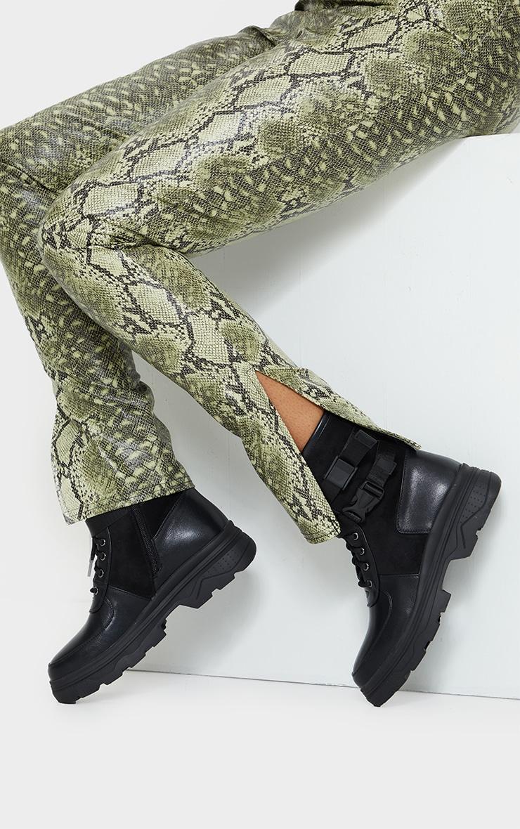 Bottines style militaire noires à semelle chunky  2