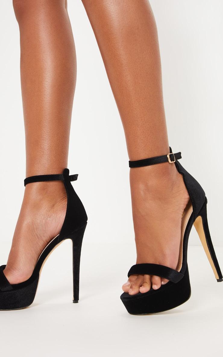 Sandales en velours noir à talons hauts et plateforme 1