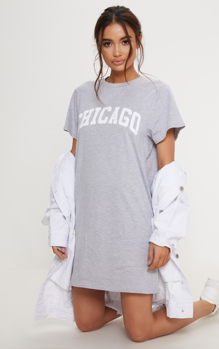 Robe t-shirt oversized grise à slogan Chicago 4