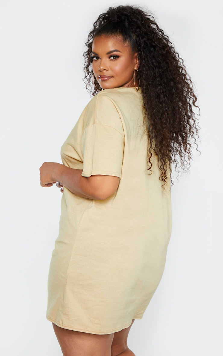 PRETTYLITTLETHING Plus Biscuit Slogan T Shirt Dress 2